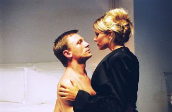 Po krk v extázi (2004)