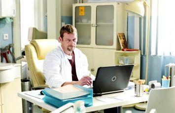 Doktoři z Počátků (2013) [TV seriál]