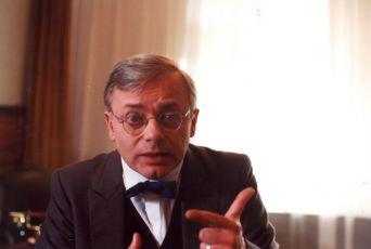 Karel Smyczek v epizodě Doktor smrt