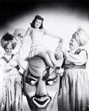 Čáry máry nebožtík (1942)