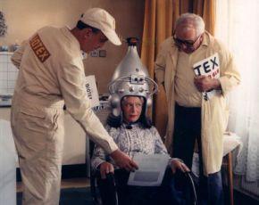 Babičky dobíjejte přesně! (1983)