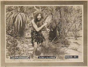 """lobby card"" k 1. epizodě ""The Call of the Jungle"""