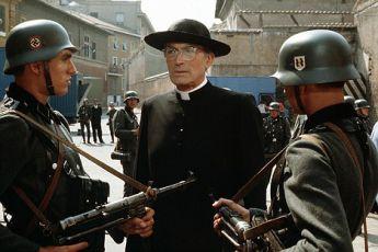 Šarlatový a černý (1983) [TV film]