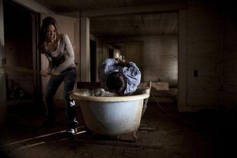 Plivu na váš hrob (2010)