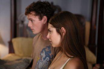 Uprostřed nicoty (2008)