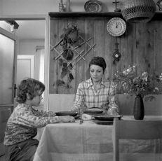 Vždyť zalhat dítěti je tak snadné (1975) [TV epizoda]