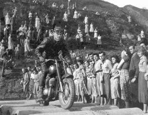 Návštěva z oblak (1955)
