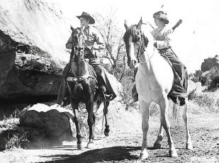 Homesteaders of Paradise Valley (1947)