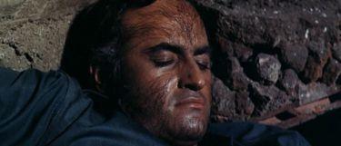 Dracula loví Frankensteina (1970)