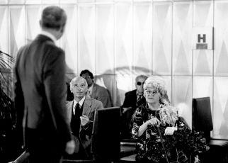 Proč se vraždí starší dámy (1981) [TV inscenace]