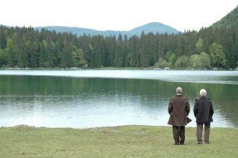Dívka u jezera (2007)