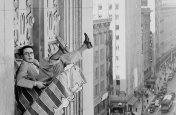Feet First (1930)
