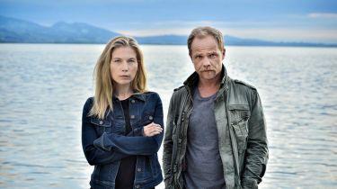 Vraždy u jezera: Kletba z hlubin (2019) [TV film]