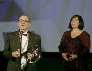 Izraelský velvyslanec přebíra Diváckou cenu deníku Právo za film Na velikosti záleží - 44MFF Karlovy Vary