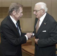 premiéra - Václav Havel a Nicholas Winton