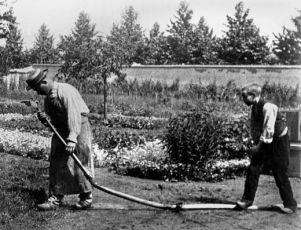 Pokropený kropič (1895)