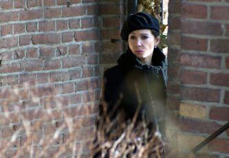 Sama v čase normálnosti (2011) [TV film]