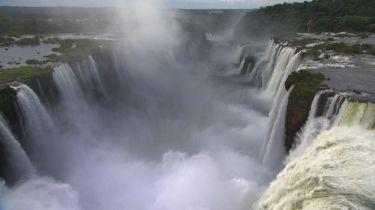 "© ""HOME"" – an ELZEVIR FILMS – EUROPACORP coproduction Vodopády Iguazú, Misiones provincie, Argentina a Brazílie (25°42' S – 54°26' W)"