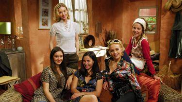 Pět holek na krku (2008) [TV seriál]