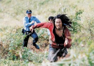 Plačící pěst (2004)