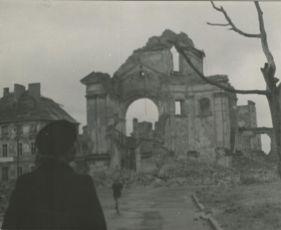 Prvá léta (1949)