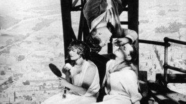 Paříž spí (1923)