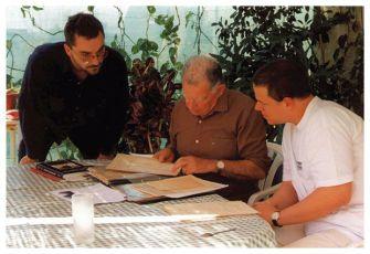 Petr Bok a Martin Šmok s jedním z hrdinů dokumentu