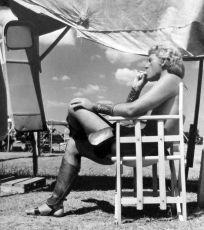 Richard Burton v době přestávky v natáčení