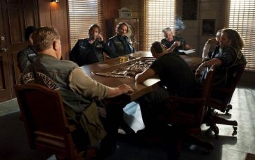 Charlie Hunnam, Kim Coates, Mark Boone Junior, Ron Perlman, Ryan Hurst
