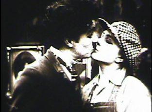 Chaplin ve filmovém ateliéru (1916)