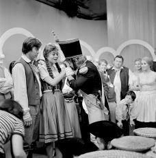 O Nanynčiných koláčích (1975) [TV inscenace]