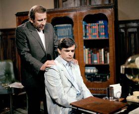 V kleštích (1987) [TV inscenace]