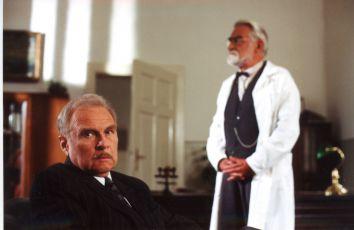 Luděk Munzar a Ilja Racek v epizodě Doktor smrt