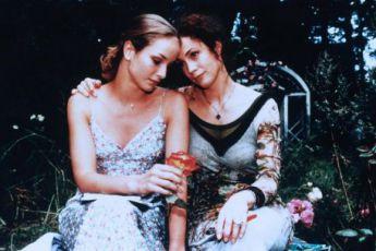 Kouzlo růžové zahrady (2000) [TV film]