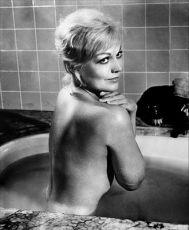 Podezřelá bytná (1962)
