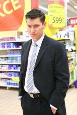 Ian jako hypermarketový manager.