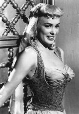 Mamie Van Doren v roli Lilith