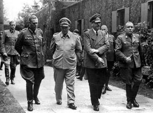 Wilhelm Keitel,  Hermann Göring,  Adolf Hitler a  Martin Bormann