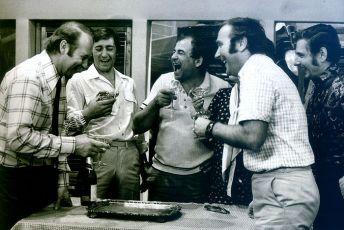 Tridsaťdeväť stupňov v tieni (1975) [TV seriál]