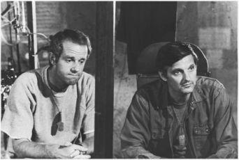 Mike Farrell a  Alan Alda