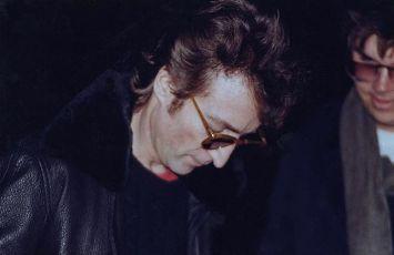 John Lennon dáva autogram svojmu vrahovi