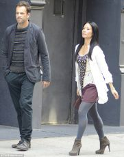 Jonny Lee Miller a Lucy Liu