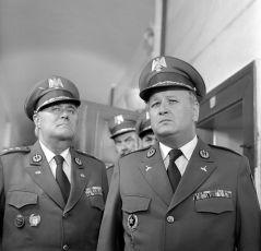 Příliš mnoho generálů (1980) [TV epizoda]