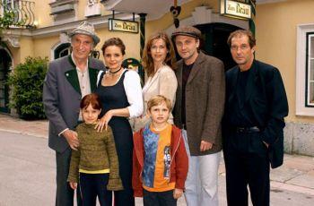 Paradies in den Bergen (2004) [TV film]