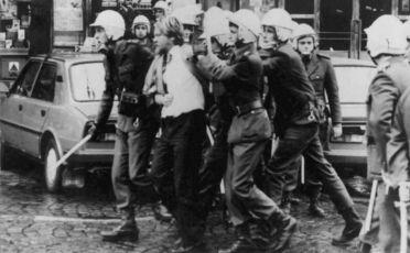 Něžná revoluce (1989)