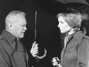v původních dílech Nemocnice na kraji města, kde dr. Sovu hrál ještě Karel Höger.