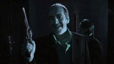Ian Hamilton jako boss Hugo