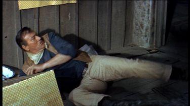 John Wayne na kolenou???