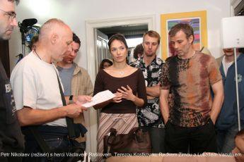 Petr Nikolaev (režisér) s herci Václavem Rašilovem, Terezou Kostkovou, Radkem Zimou a Lukášem Vaculíkem
