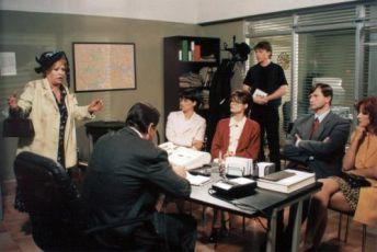 Paní Piperová zasahuje (1999) [TV inscenace]